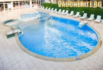 All Inclusive + външен басейн, чадър и 2 шезлонга на плажа от хотел Оазис, к.к. Албена