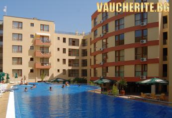 Закуска + басейн, фитнес и интернет от хотел Виго, Несебър