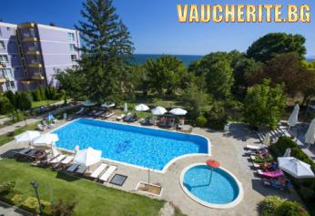 Закуски и вечери или закуски, обеди и вечери + басейни и фитнес от хотел Мелса КООП, на 100м. от плажа в Несебър