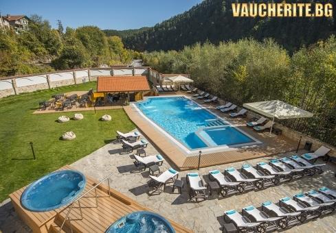 Закуска и вечеря + външен и вътрешен басейн с минерална вода и СПА център от хотел Свети Спас 5*, Велинград
