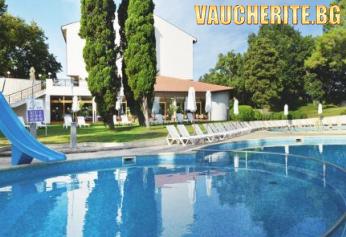 All Inclusive Plus + басейн, чадър и два шезлонга на плажа, паркинг и интернет от хотел Долфин, к.к. Гранд хотел Варна, Св. Константин и Елена