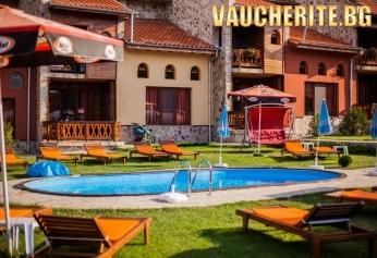 Закуска или закуска и вечеря + басейн, сауна, фитнес и хидромасажна вана от Вилно селище Вивиана, Цигов чарк