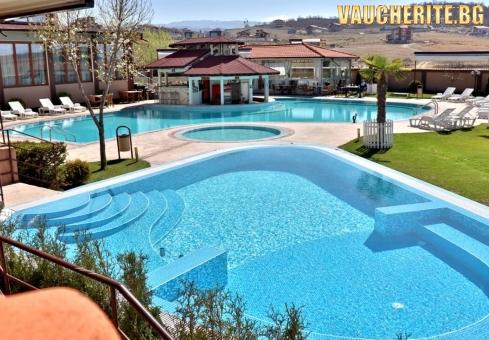 Закуска и вечеря + минерални басейни, сауна и парна баня от СПА хотел Езерец, Благоевград