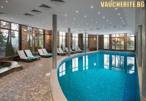 Закуска или закуска и вечеря + минерален басейн и СПА център от хотел СПА Клуб Бор, Велинград