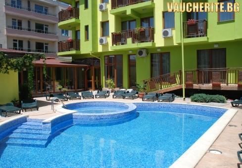 Закуска + външен и вътрешен басейн тип джакузи, сауна и парна баня от хотел Грийн, Хисаря