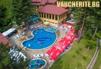 Закуска, обяд и вечеря + външен минерален басейн, джакузи, парна баня и сауна от хотел Балкан, с. Чифлик