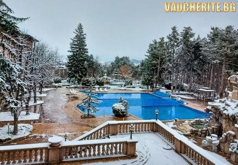 Закуска или закуска и вечеря + минерални басейни, сауна, парна баня и джакузи от СПА хотел Двореца 5*, Велинград