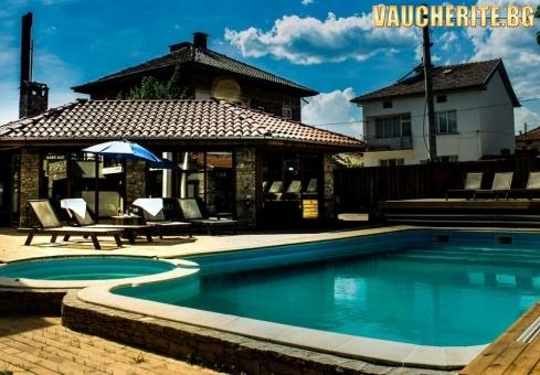 Нощувка + закрит външен басейн и външно джакузи от хотел Биг Хаус, Огняново