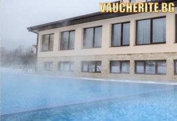 Закуска + целогодишен външен минерален басейн и СПА от хотел Никол, Долна Баня