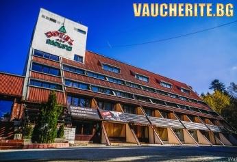 Нова Година в Боровец! 3 нощувки със закуски и вечери (едната Празнична) + сауна, фитнес, детски кът и паркинг от хотел Мура