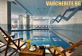 Закуска или закуска и вечеря + басейн, фитнес, сауна, парна баня, детски клуб и интернет от хотел Флора, Боровец