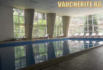 Закуска + вътрешен минерален басейн, СПА център и детски кът от хотел Орфей, Девин