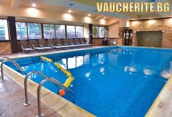 Нощувка + басейн, сауна, парна баня, фитнес и трансфер до лифта от хотел Божур, Банско