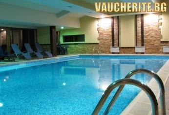 Нощувка + вътрешен басейн, сауна, парна баня и трансфер до лифта от Апартхотел Божурленд, Банско