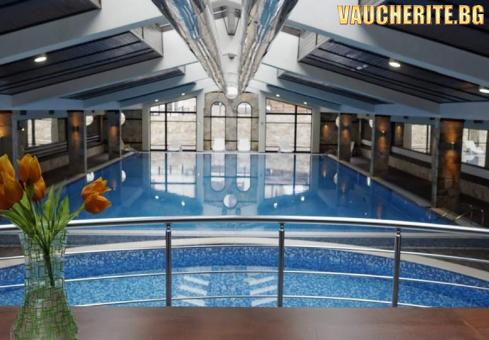 Закуска + басейн, СПА център и шатъл до ски лифта Гондола от хотел Тринити, Банско
