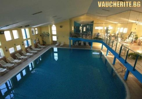 Закуска и вечеря + вътрешен басейн, сауна и фитнес от хотел Банско, Банско