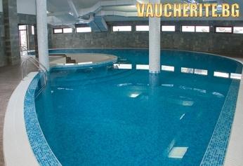 Нощувка + вътрешен басейн, сауна, парна баня, интернет и транспорт до лифта от хотел Белмонт, Банско
