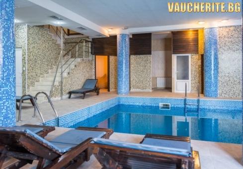 Закуска + вътрешен басейн, СПА център, транспорт до пистата, интернет и паркинг от хотел Елегант Лодж, Банско