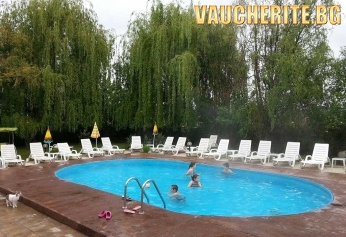 Закуска + целогодишен открит минерален басейн от Семеен хотел ИВ, Велинград