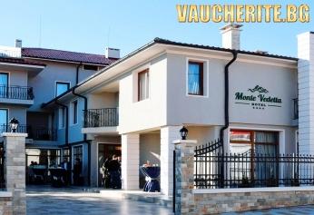 Закуска и вечеря + релакс зона, паркинг, интернет и разходка в природен парк Сините камъни от хотел Монте Ведета, Сливен