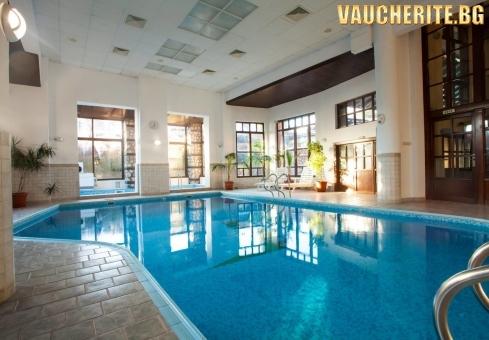 Закуска или закуска и вечеря + вътрешен минерален басейн и СПА зона от хотел Танне, Банско