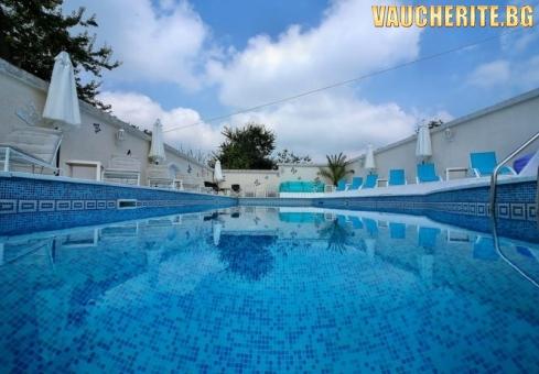 Закуска + външен минерален басейн, сауна, джакузи и парна баня от хотел Делта, Огняново