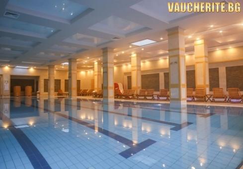 Закуска + закрит басейн, СПА център, интернет и паркинг от хотел 7 Pools, Банско