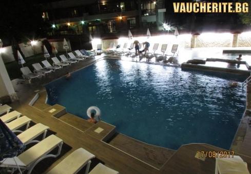 Нощувка + минерален басейн и две мира от хотел Елис, Огняново