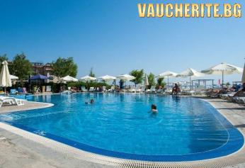 Ultra All Inclusive + външен басейн с чадъри и шезлонги и паркинг от хотел Оазис дел Маре, Лозенец