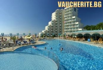 All Inclusive + басейн, чадър и 2 шезлонга на плажа от хотел Боряна 3*, Албена