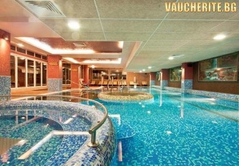 Закуска и вечеря + минерални басейни и СПА център от хотел Акватоник, Велинград