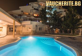 Закуска и вечеря + открит минерален басейн от хотел Маркита, Велинград