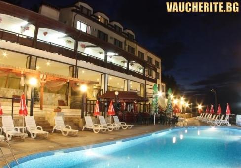 Закуска и вечеря + минерален басейн, джакузи и паркинг от хотел Аспа Вила, с. Баня, до Банско