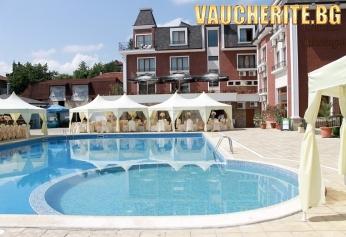 Закуска и вечеря + външен и вътрешен басейн, сауна и фитнес от хотел Шато Монтан, Троян