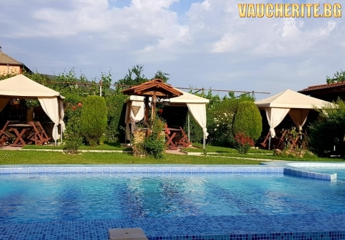 Закуска или закуска и вечеря + минерален басейн, сауна и джакузи от хотел Шарков, Огняново