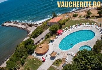 Закуска и вечеря или All Inclusive + открит басейн с чадър и шезлонг и интернет от хотел Кремиковци, Китен, на 100м от плажа