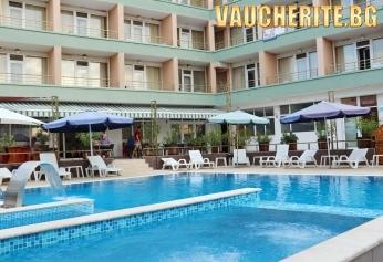 Закуска + басейн с детска част, чадър и шезлог около басейна + ОТКРИТО ДЖАКУЗИ И САУНА  от хотел Оникс, Китен