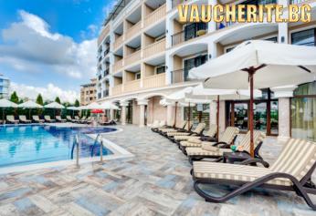 Закуска + открит басейн от хотел Сиена Палас, Приморско, на метри от плажа
