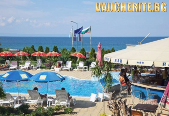 Закуска + басейн с шезлонги и чадъри, фитнес и интернет от хотел Съни, Созопол на 50м от плажа