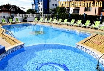 Закуска + басейн с детска седкция от хотел АТМ Модева, Черноморец