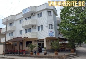 Закуска + интернет от хотел АТМ Ахтопол, на 250м от плажа