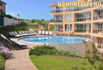 Закуска + басейн с чадър и шезлонг на басейна, паркинг и интернет от Вила Ориндж, Созопол