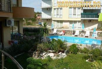 Закуска и вечеря + басейн, чадър и шезлонг от хотел Атива, Лозенец