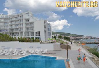 All inclusive + басейн с шезлонги и чадъри и мини голф от хотел Лунна Пътека, Свети Влас НА ПЪРВА ЛИНИЯ