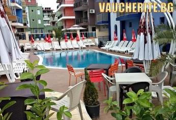 Закуска или закуска и вечеря + басейн, интернет и БОНУС разходка с яхта от хотел Пенелопе, на 50м от плажа в Приморско