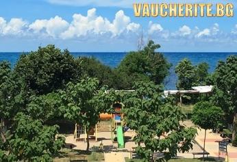 Закуска + интернет и паркинг от хотел Лозенец Вю, на метри от плажа в Лозенец
