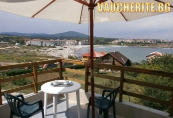 Нощувка + интернет и паркинг от хотел Рохи, Царево на 30м от плажа