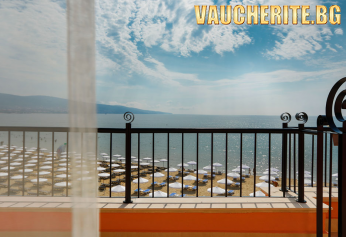 Нощувка със закуска + ползване на ЧАДЪРИ И ШЕЗЛОНГИ НА ПЛАЖА и на басейна от бутиков хотел Дюн, Слънчев бряг НА ПЪРВА ЛИНИЯ