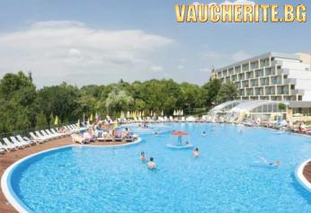 All Inclusive Plus + басейн, аквапарк и чадър и два шезлонга НА ПЛАЖА от хотел Ралица Супериор 3*, Албена