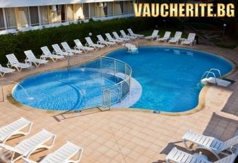 All Inclusive + външен басейн, чадър и 2 шезлонга НА ПЛАЖА от хотел Оазис, на 100м от плажа в Албена